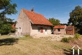 Leuk renovatieproject in dorp met voorzieningen en chateau