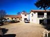 Vrijstaand domein met 2 onafhankelijke woningen, uitzicht op de Pyreneeën, zwembad, bijgebouwen en meer dan 7 hectare grond. Ref # MPOA1880