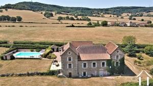 Groot huis met karakter, gite, zwembad en uitzicht bij Cluny