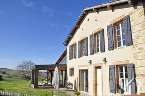 Hamlet huis 228m2 volledig gerestaureerd op een perceel van 5399m2, jacuzzi, zeer mooi uitzicht Pyreneeën en platteland.