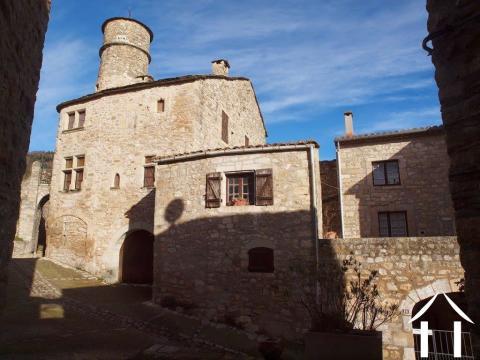 Middeleeuws huis met terras en garage op historische locatie Ref # 11-2218