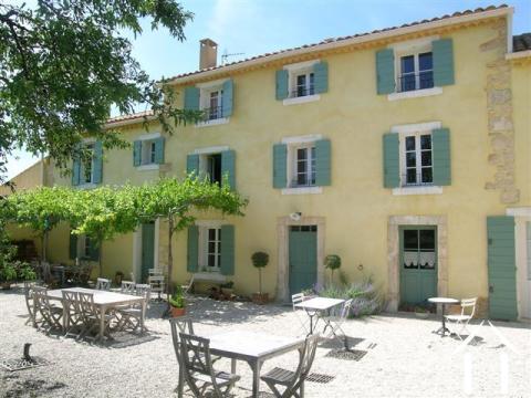 Gerestaureerde Provençaalse mas met zwembad en uitzichten Ref # 43-1349