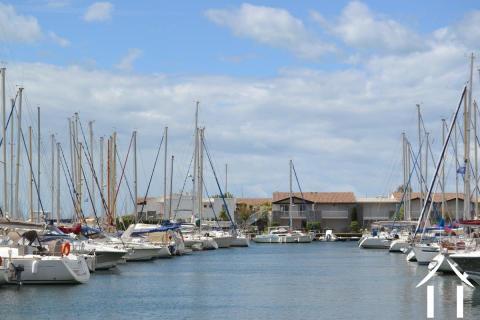 Marina met  jacuzzi en steiger voor schip tot 25 m lengte Ref # 11-2288