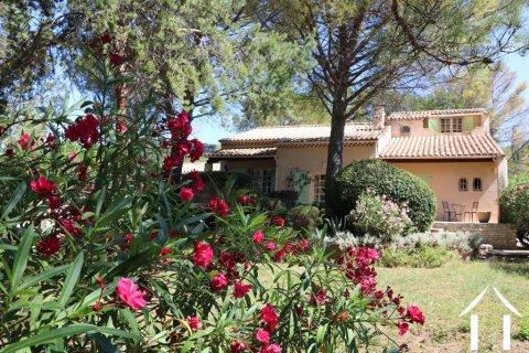 Villa met bijgebouwen en zwembad in het hart van de Languedo Ref # 11-2338