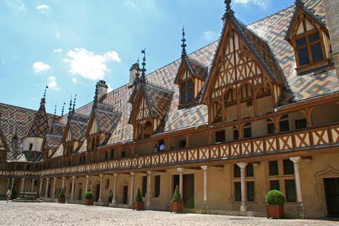 <en>The famous Hospices de Beaune</en><fr>Bienvenue en Bourgogne</fr>
