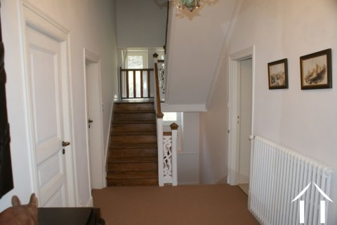 Entrance hallway & staircase