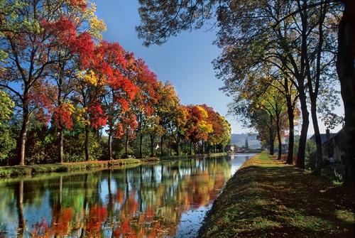 <en>The Burgundy canal</en><fr>Région Bourgogne-Franche Comté France </fr><nl>Bourgogne Regio Frankrijk</nl>
