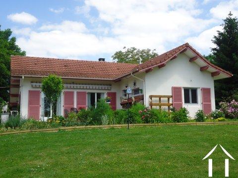 Mooie villa in de Bresse geschikt voor B&B en mini camping Ref # AH4937V