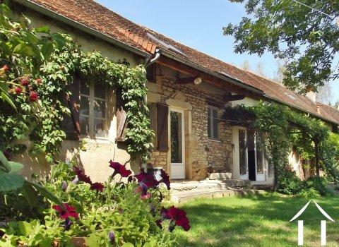 Dorpshuis met prachtig uitzicht, een tuin en 3 slaapkamers Ref # JP5101S