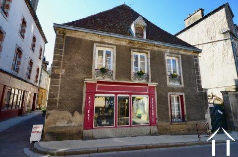 Twee appartementen en een winkel in middeleeuws Nolay Ref # CR4907BS