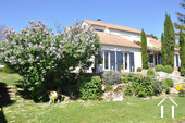 Modern huis met veel daglicht en zwembad. Omgeving Beaune. Ref # CR5036BS foto 17 Vue du jardin