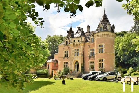13 tot 19de eeuw kasteel, op 15 hectare, zuid bourgogne Ref # JP5016S Hoofd foto Ger Haubtbild