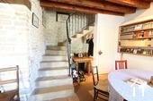 Karakteristiek, gerenoveerd huis in prachtig wijndorp. Ref # CR4880BS foto 7 Trap