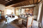 Karakteristiek, gerenoveerd huis in prachtig wijndorp. Ref # CR4880BS foto 1 leefruimte
