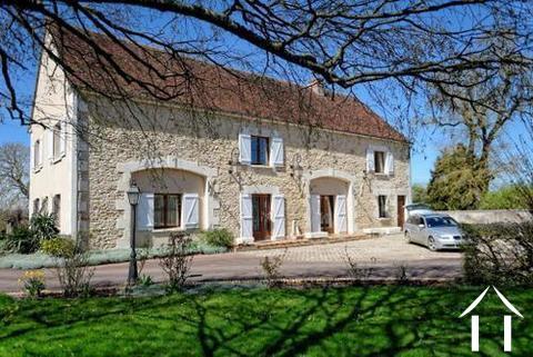 Gerenoveerd huis te koop Ref # LB4913N