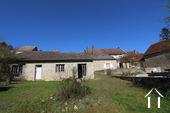 Typisch Bourgondisch huis met zicht op wijngaarden. Ref # CR5024BS foto 6 View from the garden