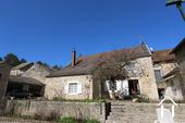 Typisch Bourgondisch huis met zicht op wijngaarden. Ref # CR5024BS foto 15 Main house
