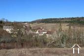 Typisch Bourgondisch huis met zicht op wijngaarden. Ref # CR5024BS foto 16 View from road to Meloisey