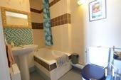 Herenhuis met 2 apparte gastenverblijven en zwemad Ref # BH4953V foto 42 one of two bathrooms