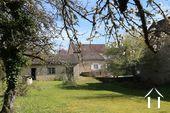 Typisch Bourgondisch huis met zicht op wijngaarden. Ref # CR5024BS foto 12 View from garden