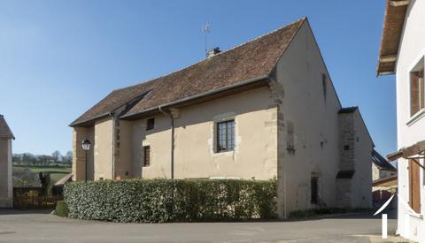 Kloosterhuis uit 12e eeuw, chambre d'hôtes, restaurant. Ref # DF4951C