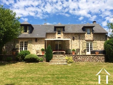 Karakteristiek huis met 5 kamers en prachtig uitzicht. Ref # MB1451M