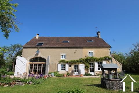 Prachtig gerenoveerd huis in het Puisaye gebied te koop! Ref # LB4987N