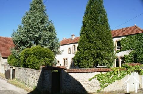 19e eeuws karaktervol huis met bijgebouwen Ref # RT4997P