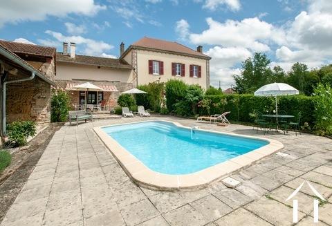 Maison de maitre met 1 ha land, zwembad en uitzicht. Ref # JP5003B