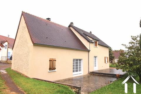 Gerenoveerd huis in de buurt van La Charité sur Loire Ref # LB5022N