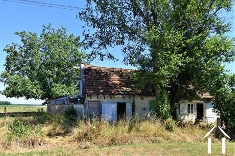 OPKNAPPER: Klein huis met tuin te renoveren in rustig dorp. Ref # JP5035B