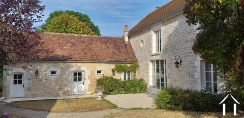 Mooi gerenoveerd huis met karakter in de Puisaye  Ref # LB5033N