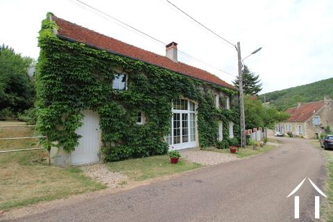 Huis met grote tuin. Instapklaar! Ref # LB5064N