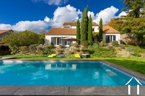 Modern huis met veel daglicht en zwembad. Omgeving Beaune. Ref # CR5036BS