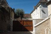 Lieflijk Dorpshuis, binnenplaats en te restaureren schuur.   Ref # GVS4849C foto 6