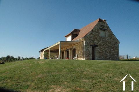 Prachtig recent stenen huis met uitzicht op eigen 4.5 ha Ref # GVS4840C Hoofd foto Ger Haubtbild