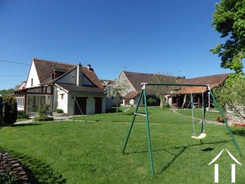 Ensemble met huis, gite en zwembad Ref # Li403