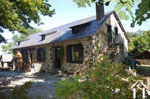 Authentiek huis met 5 hectare Ref # Li502