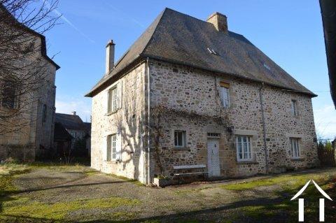 Groot 16e-eeuwse dorpswoning met schuur en garage  Ref # Li540
