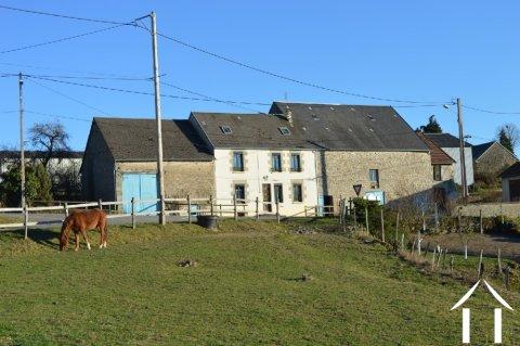 Paardenboerderij met 9 bijgebouwen en 5 hectare Ref # Li546