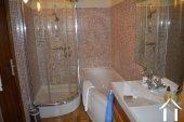 Goed gerenoveerd huis aan een meer Ref # Li547 foto 32