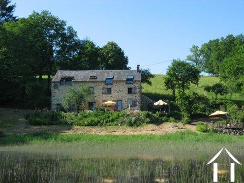 Goed gerenoveerd huis aan een meer Ref # Li547 Hoofd foto Ger Haubtbild