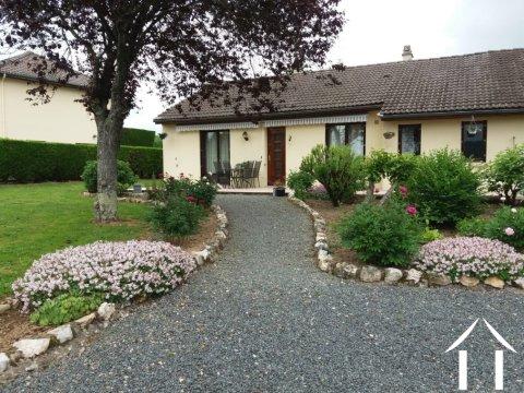 Gelijkvloerse bungalow met dubbele garage Ref # Li551