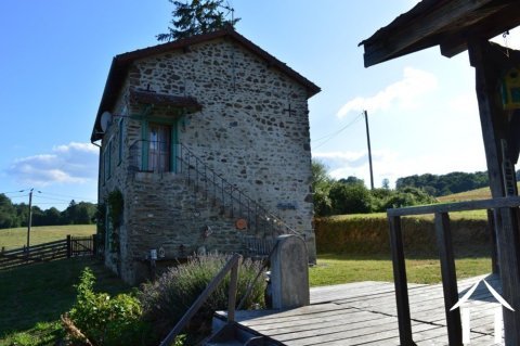 Huis met studio en fraai terras Ref # Li554