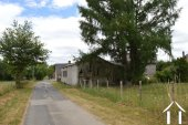 Kleine dorpswoning met grote schuren Ref # Li575 foto 20