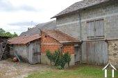 Kleine dorpswoning met grote schuren Ref # Li575 foto 24