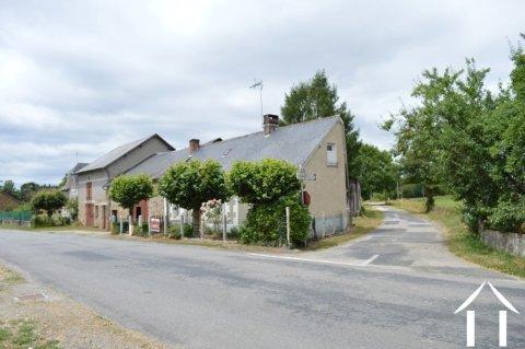 Kleine dorpswoning met grote schuren Ref # Li575 Hoofd foto Ger Haubtbild