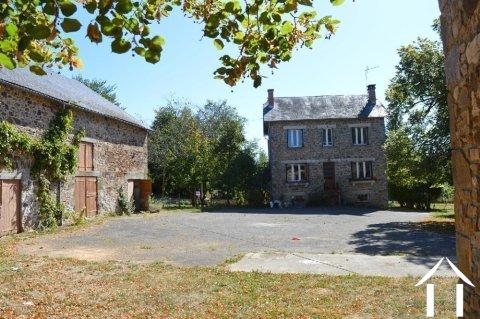 Boerderij, atelier/gite, schuur, porcherie en 1,7 ha Ref # Li596