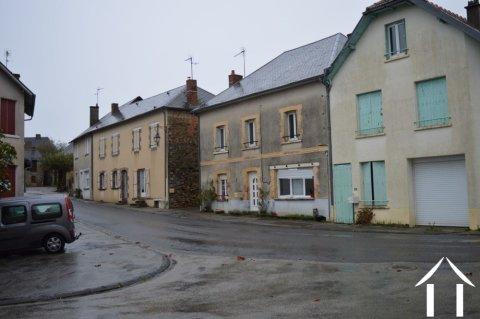 Grote dorpswoning met 7 kamers Ref # Li598
