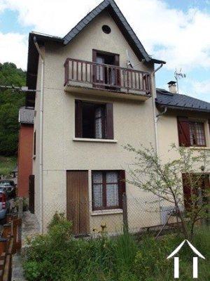 Dorpshuis met schuur, garage en tuin Ref # MPA324